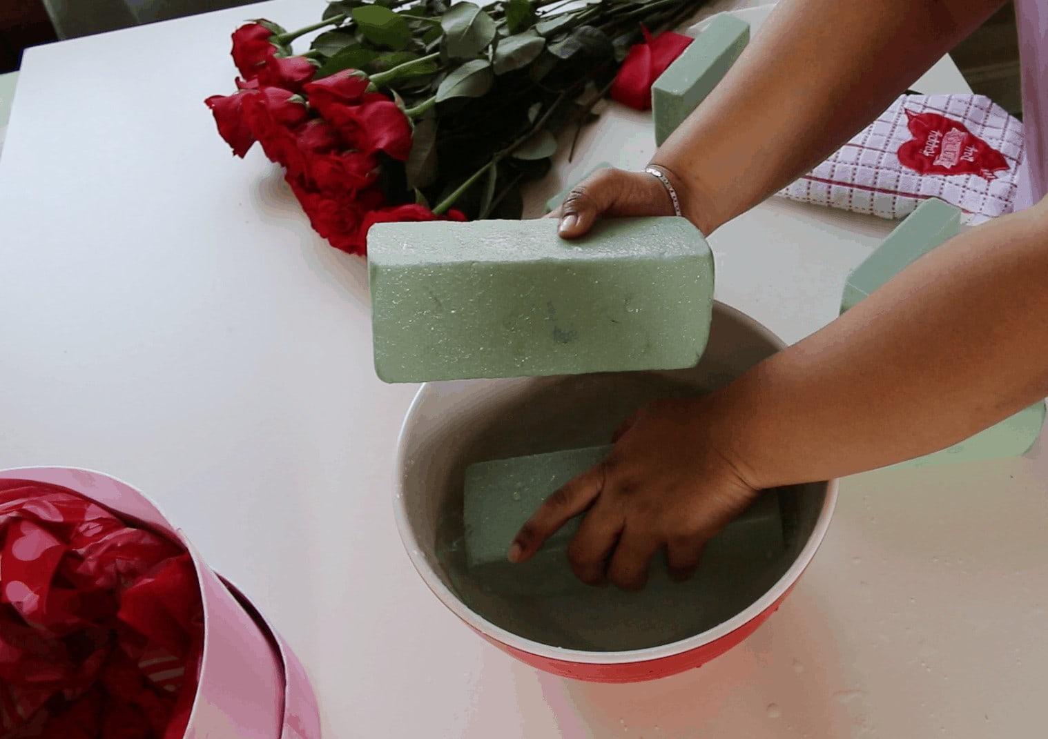 Screen Shot 2017 01 31 at 11.55.49 PM - Cómo hacer Caja de Rosas para San Valentin :  También 6 Fáciles regalos que tu mismo puedes hacer para Valentines Day