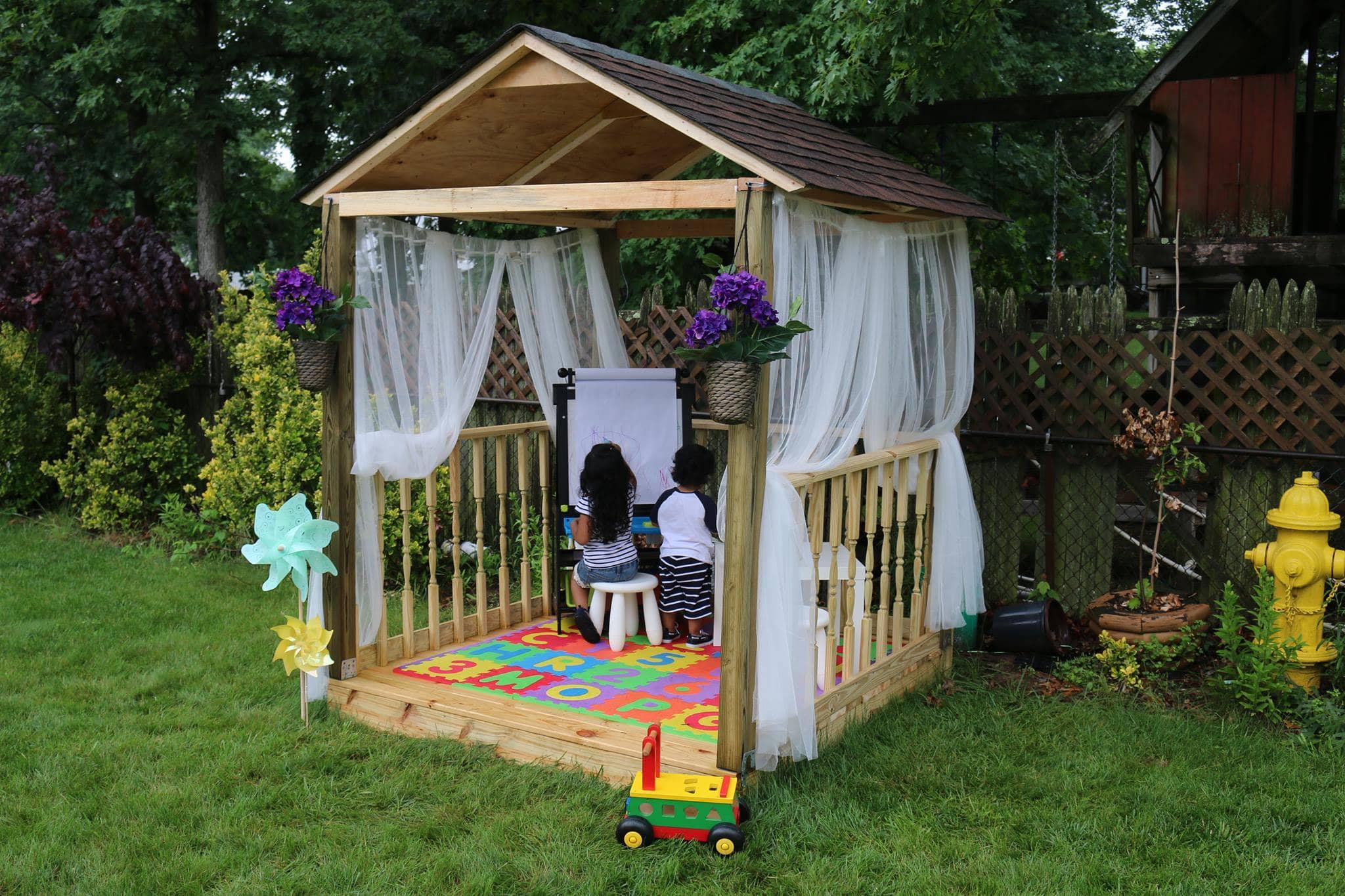 Garden-Play-house-GAF-Roofed-it-my-self-casita-de-juegos