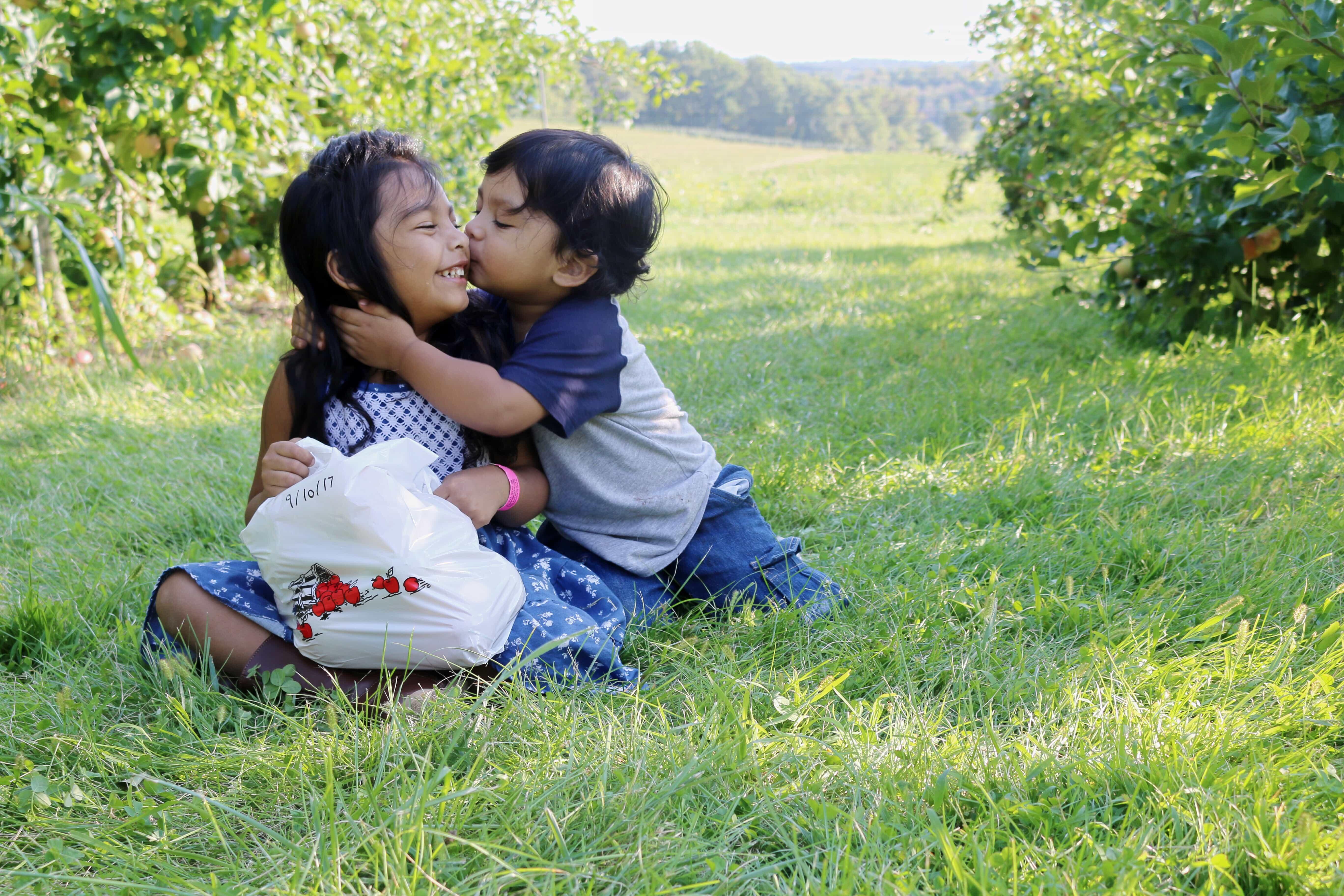 Gaver-Farm-Apple=Harvest-Fall-Festivals-Recogiendo-Manzanas