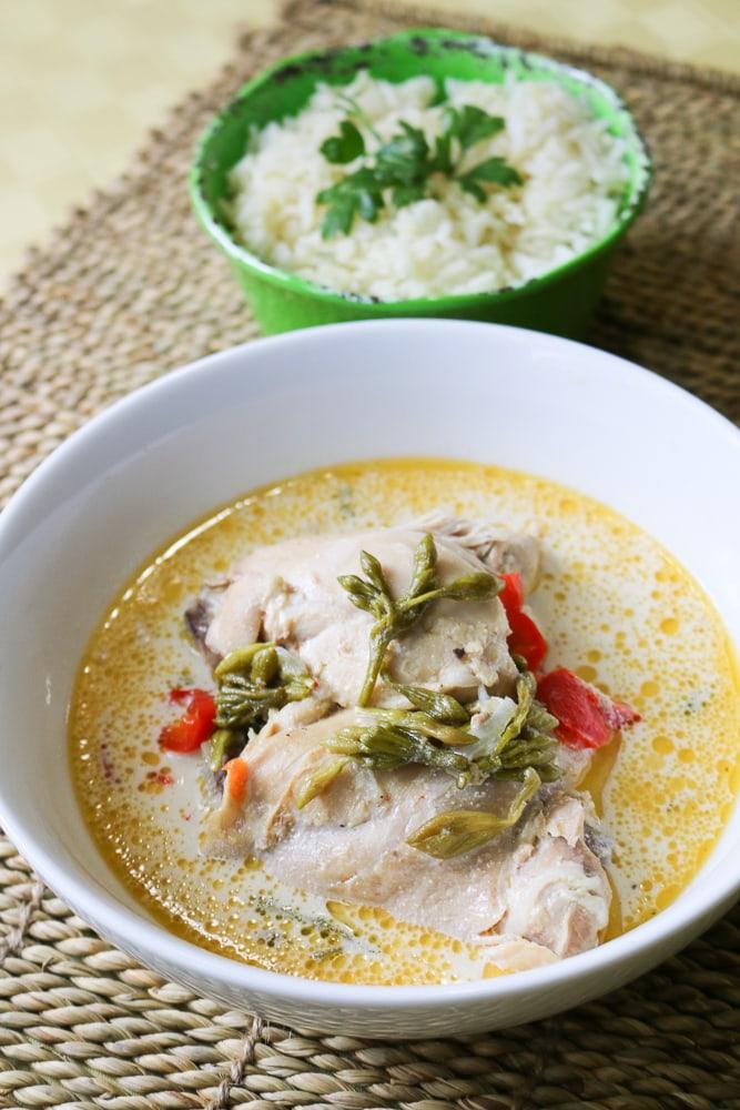 Pollo-en-crema-y-loroco-receta