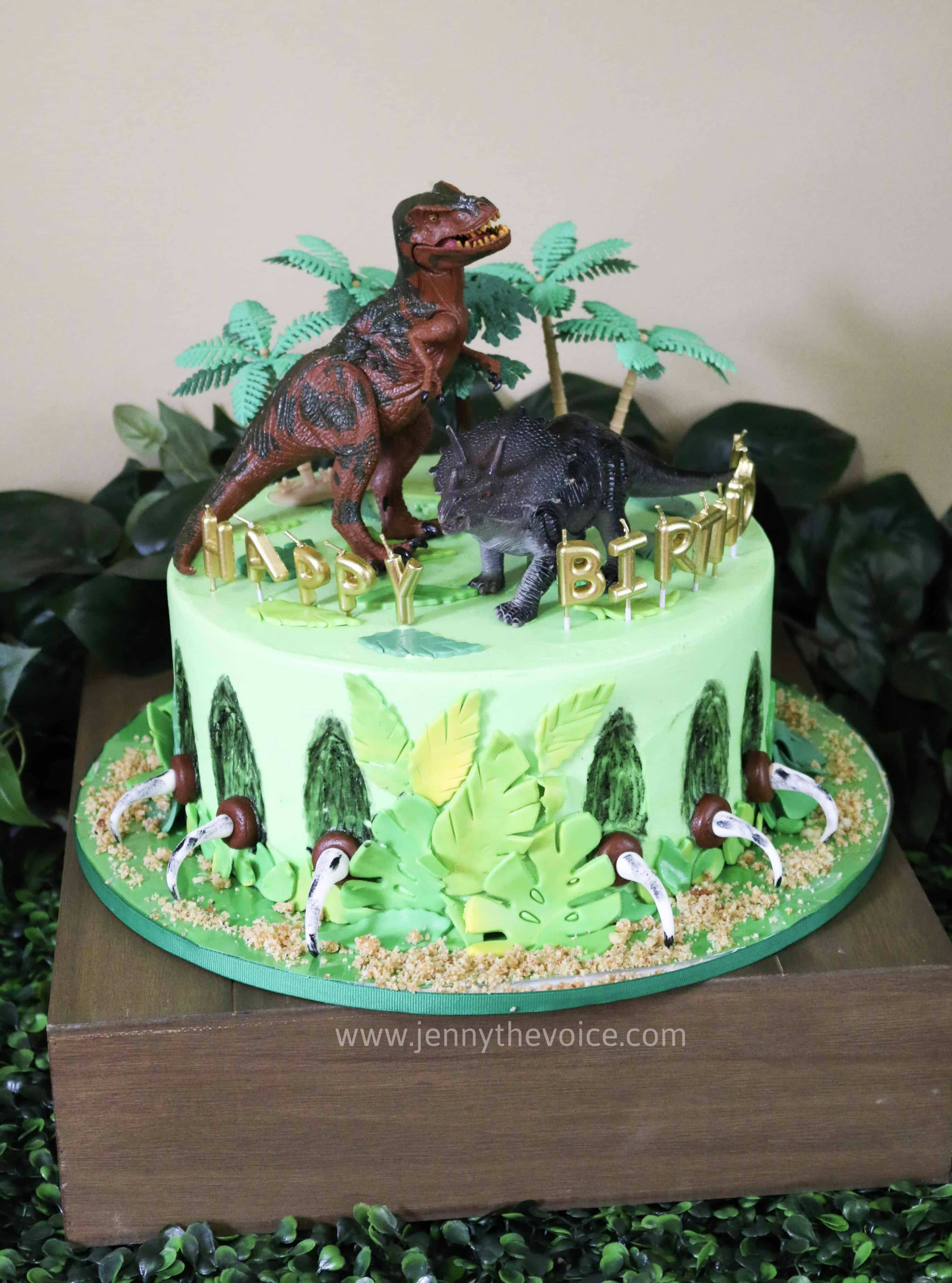 Pastel Fiesta de Dinosaurios