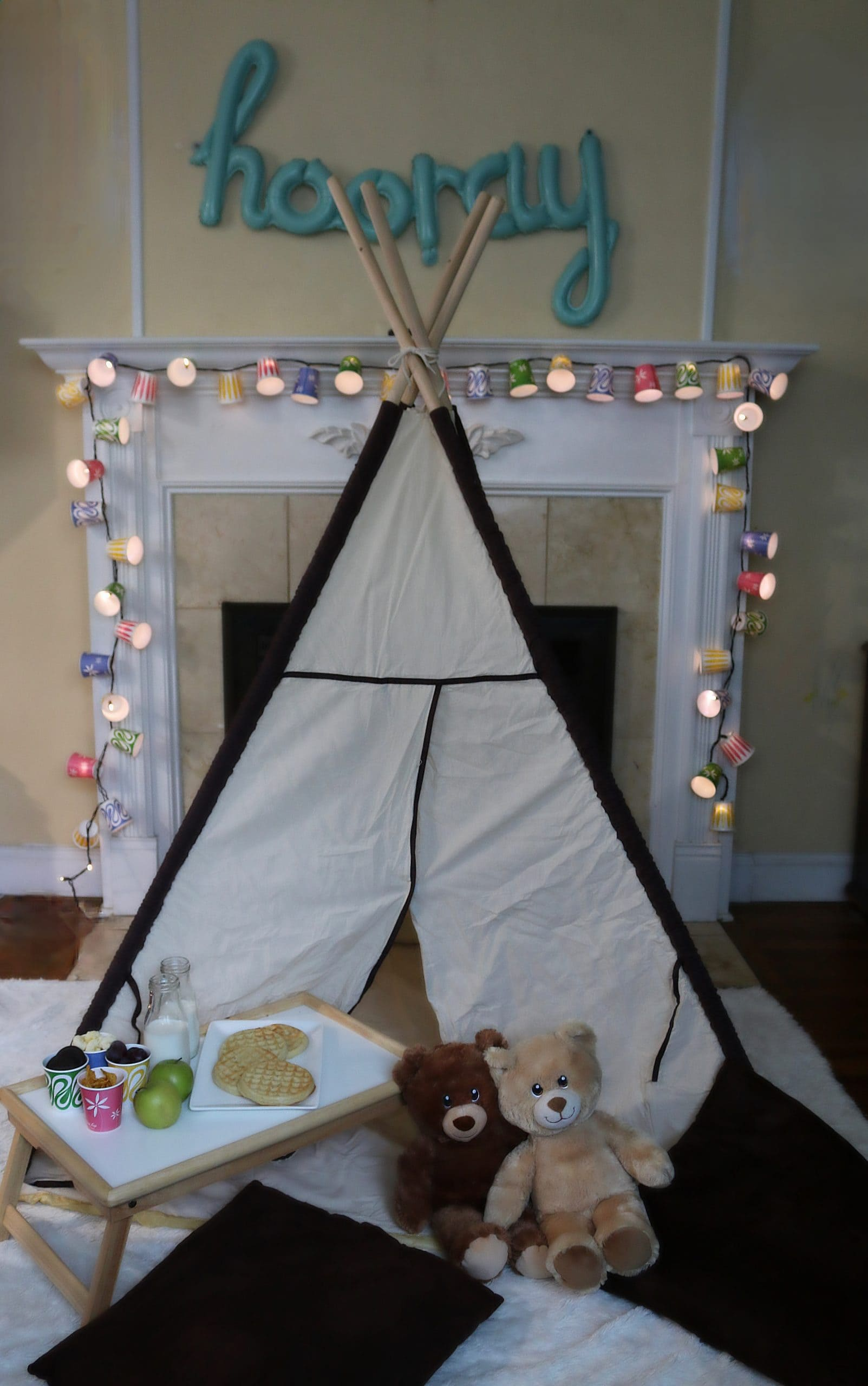 DIY-Decor-with-String-Lights- Dixie-Cups