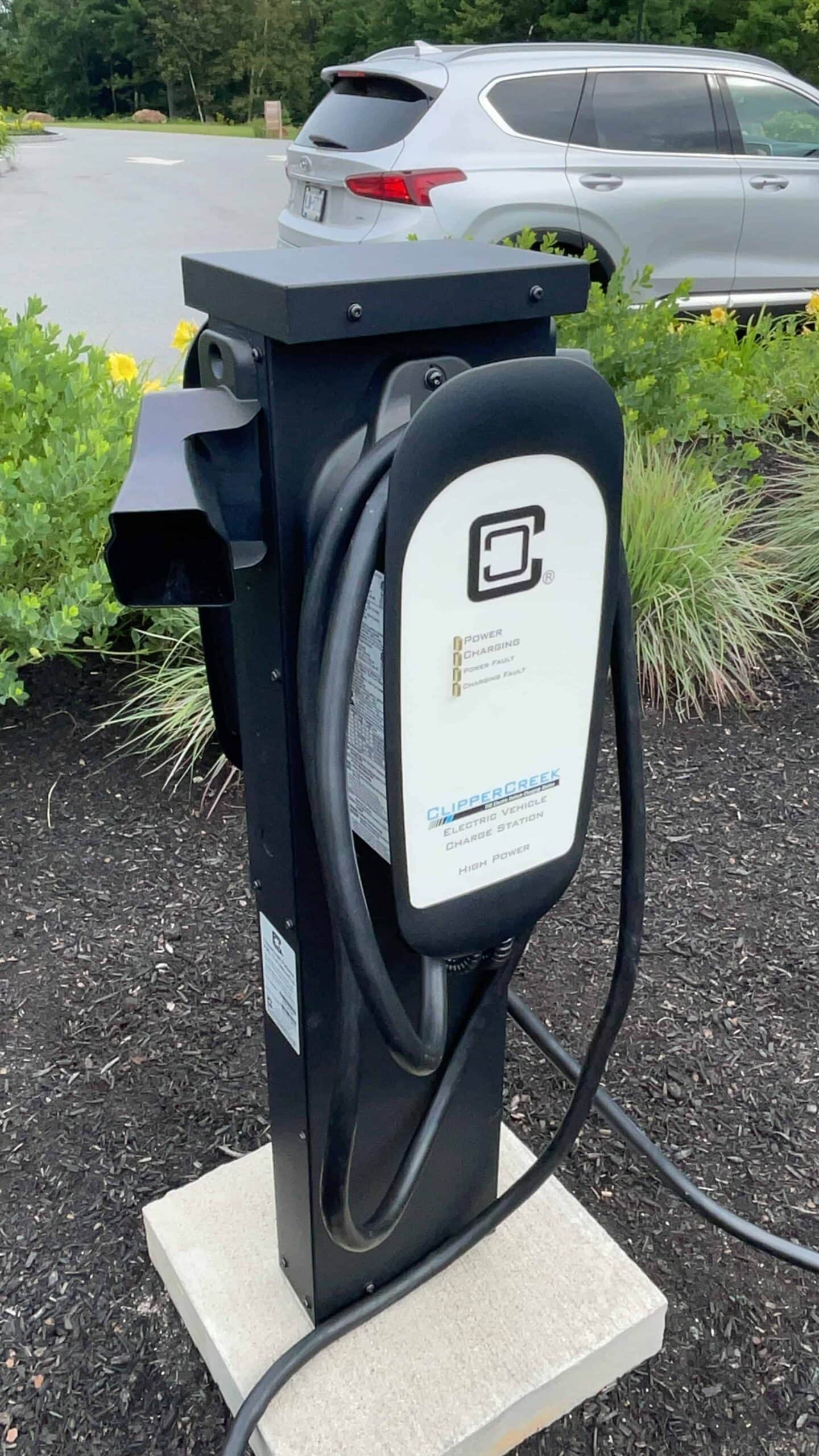 Chevrolet Bolt EUV 2022 charging station